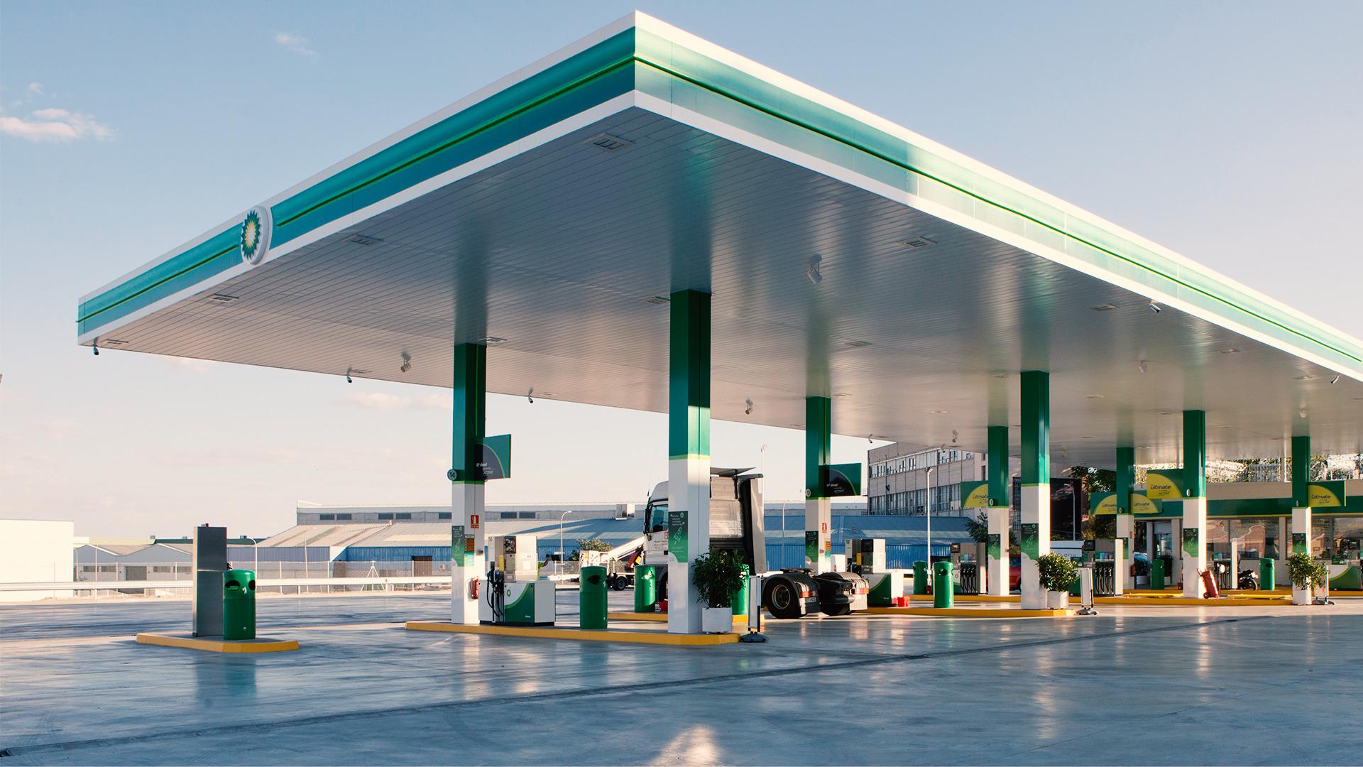 llenar demasiado el depósito de combustible